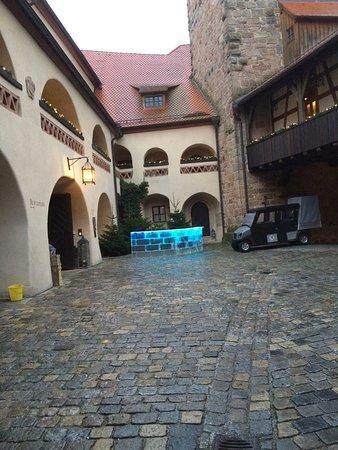 Wernberg, Tyskland: mit dem Shuttleelektrocar vom Parkplatz bis zum Eingang...wir wurden erwartet...