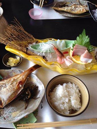 Echizen-cho, اليابان: お造りとカレイの一夜干し
