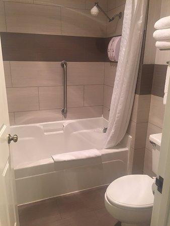 Best Western Corvallis: Nicely updated bathroom