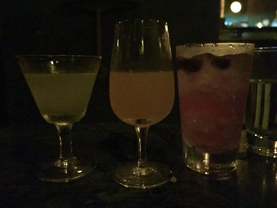 Verne Cocktail Club: Three small cocktails for the price of one!