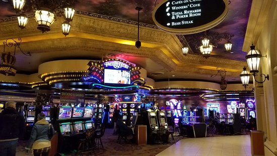 With branches in Indiana, Illinois, Nevada, and Atlantic City, Harrah's is one of the most well known casinos and hotels in the industry. At Harrah's Laughlin, you can play and dance the night away and rest in your luxurious hotel room in Laughlin, Nevada.
