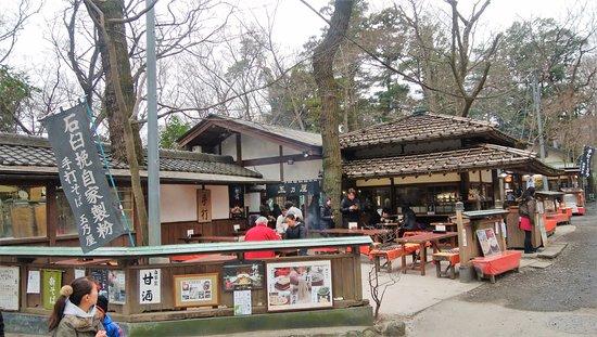 Tamanoya: 深大寺側のテラス席