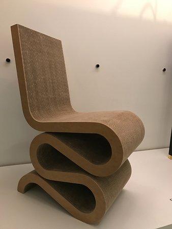 Design Exchange : Cadeira com design de Frank Gehry