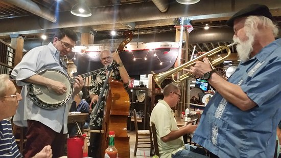 Fish Market Restaurant: A Jazz Band Plays Every Night around 6 p.m. or so