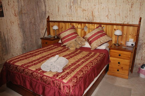 Down to Erth B &B: The Main Bedroom