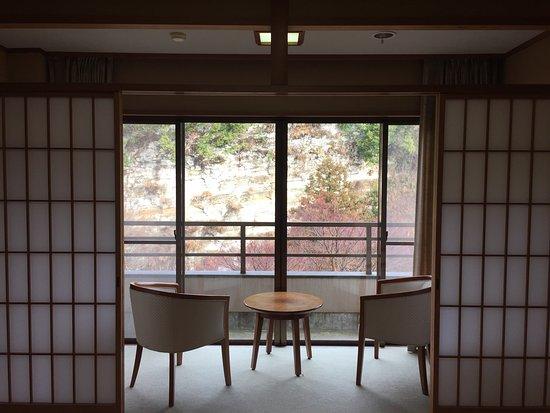 Otaki-machi, Japonia: 1月の連休で利用しました。5歳と3歳の子供を連れてゆっくり出来ました。養老渓谷の泉質は、黒湯でトロッとした感じです。風呂上がりもしばらくポカポカしてました。
