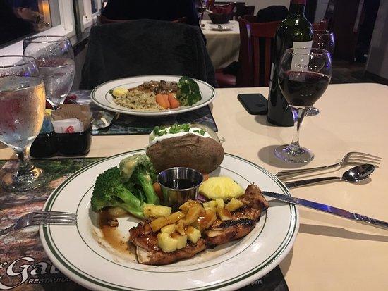 Three Rivers, CA: Блюда от 24$, очень вкусно