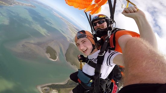 Skydive Ballistic Blondes Whangarei : epic journey down