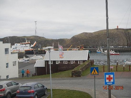 Stykkisholmur, Islandia: view from our room window of the harbour