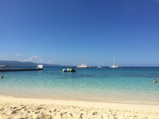 Doctor's Cave Beach: Ocean Tramboline