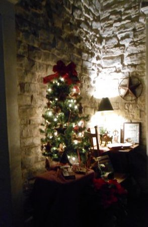 Old Rock House Bed and Breakfast: Christmas Ambiance