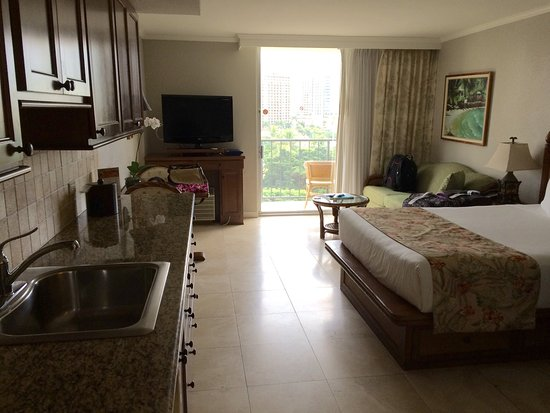 bed picture of luana waikiki hotel suites honolulu. Black Bedroom Furniture Sets. Home Design Ideas