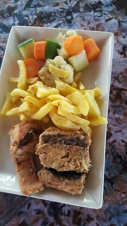 The Lighthouse Beach Resort: Lunch: King fish with fries