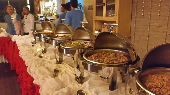 Pearl Restaurant at Linaw Beach Resort: Christmas buffet. .... délicieux !!!