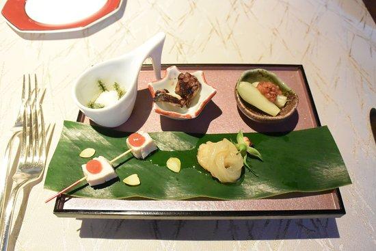 Okinawa Spa Resort EXES: 天の4連泊ディナーコース。1品目か2品目か忘れましたがどれも美味しいです。
