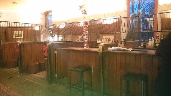 Missillac, France: bar (anciennes écuries)