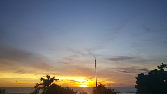 FuramaXclusive Ocean Beach: Kvällsbild från balkongen.