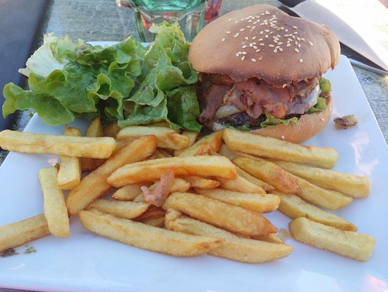Villard-sur-Doron, France: Hamburger savoyard