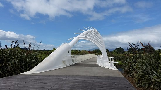 New Plymouth, Nueva Zelanda: the beautiful wave-form bridge