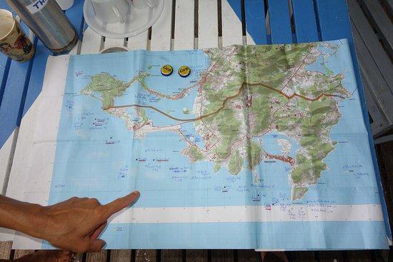 Marigot, St. Maarten-St. Martin: La carte des spots de plongée (et le doigt de Sandrine)