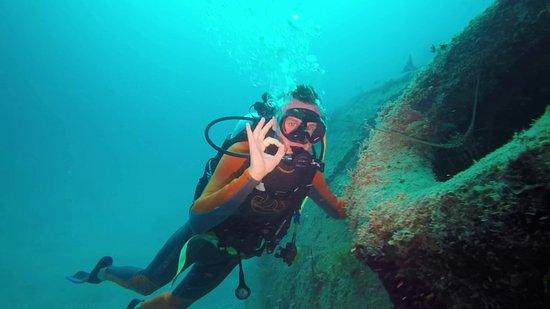 Marigot, St. Maarten-St. Martin: La pose avec madame la langouste (merci Thierry pour la photo)