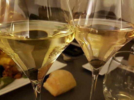 Le Coudray Montceaux, France: Verre de vins blanc