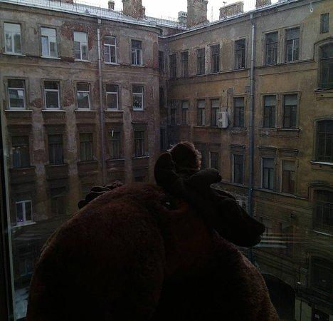 Hostel Mini Mani : вид из окна в гостиной