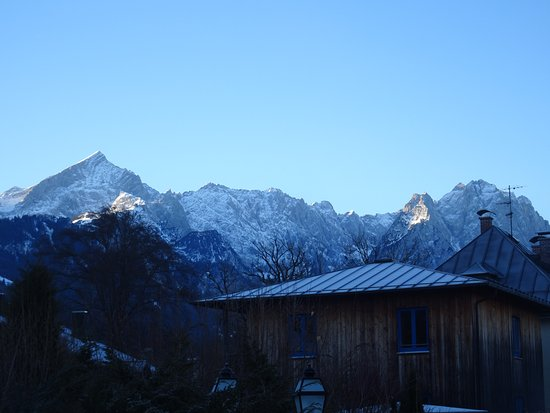 Hotel Edelweiss: View from the garden in December