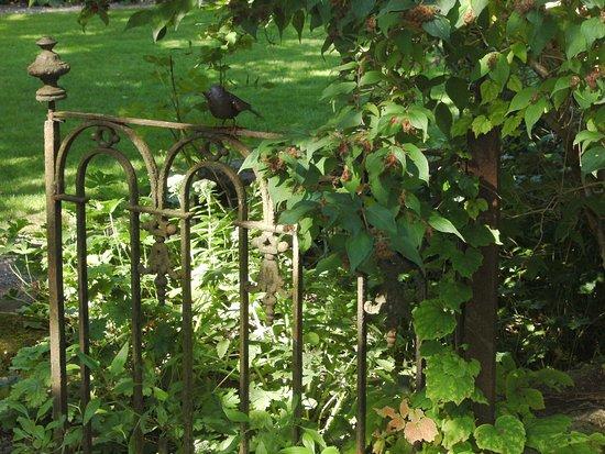 Plobsheim, France : Des vieux portillons en fer forgé ! ! superbe