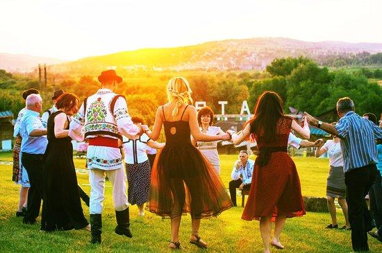 """Vatra, Moldova: """"Hora"""" - our national dance"""
