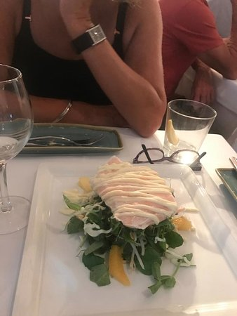 Wamberal, Australia: Salmon with mango and herb salad