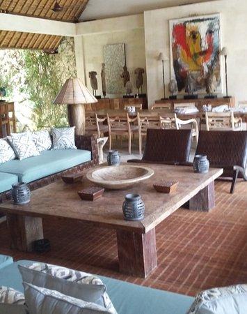 Villa Massilia Bali: Très grand salon et salle à manger , agréable pour faire des fêtes