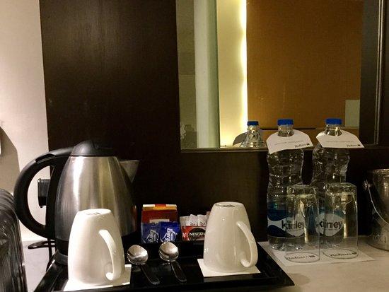 Radisson Blu Hotel Amritsar: Rm 318 - coffee/tea facilities