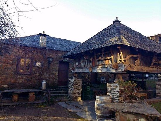 Santa Eulalia de Oscos, España: Exterior