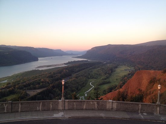 Corbett, OR : The view to the East from Crown Point of the Historic Columbia River Hwy