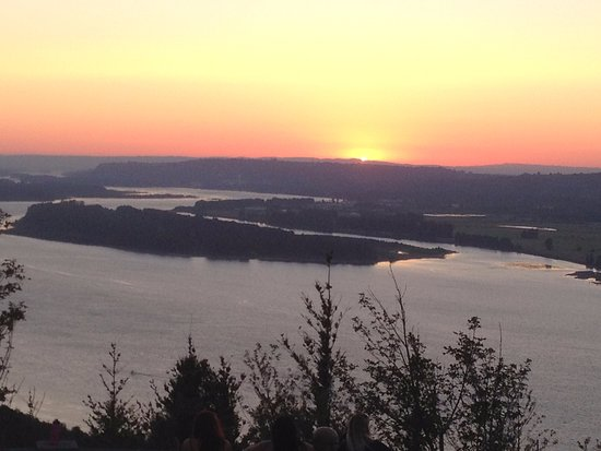 Corbett, OR : The last light of day as viewed from Crown Point (Vista House) of the Historic Columbia River Hw