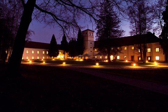 Zamek na Skale Hotel: Hotel Zamek na Skale nocą