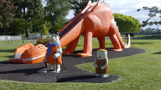 Parque Kowhai: Brontosaurus slide