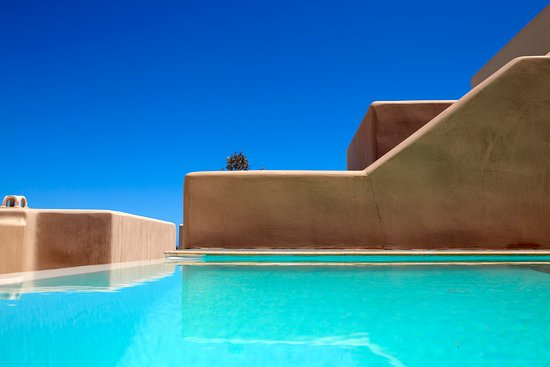 Voreina Gallery Suites: Private pool