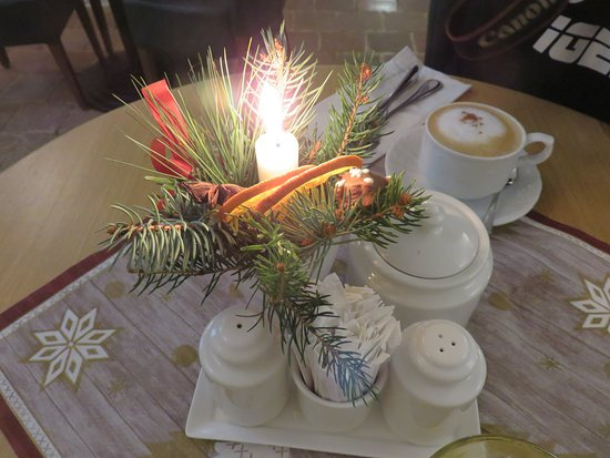 Hotel U Zeleneho hroznu (Hotel At the Green Grape): Decorations on the table.
