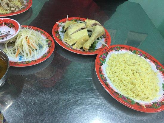 Com Ga Ba Buoi, Hoi An: chicken leg and intestin