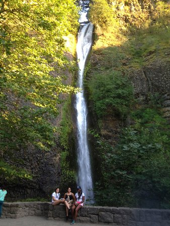 Bridal Veil Falls State Park: Bridal Veil waterfall along the Historic Columbia River Highway in Oregon state