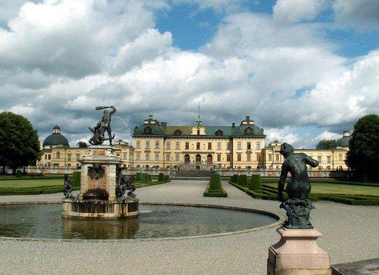 Drottningholm Palace: Slottet från parksidan