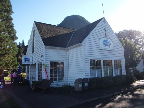 Cascade Locks, Oregón: The Gift shop at Bonneville Fish Hatchery