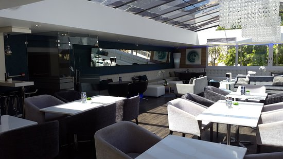 Cape Milner: The Glass Lounge - a nice place to chill....