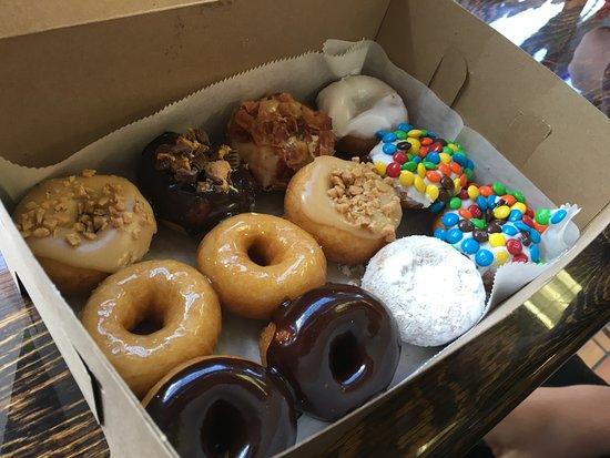 Bellefonte, Pensilvania: One dozen yummy donuts