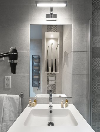Nouvelle salle de bain - Picture of Hotel Villa Victoria ...