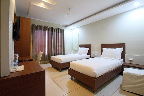 Hotel Sheela Shree Plaza