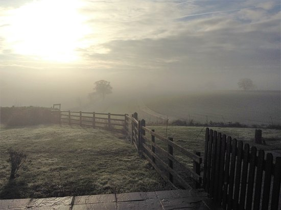 Crayke, UK: Even on a foggy winters morn it beautiful and atmospheric. Lovely nights stay