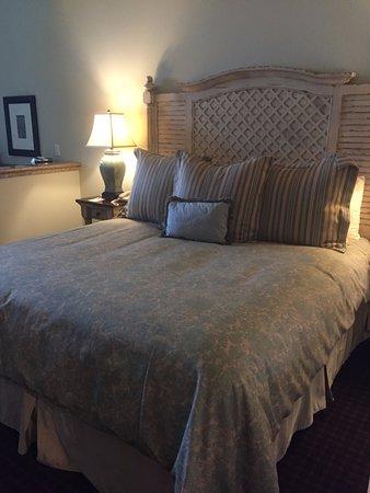 Oceano Hotel & Spa Half Moon Bay: Very Comfortable Bed!